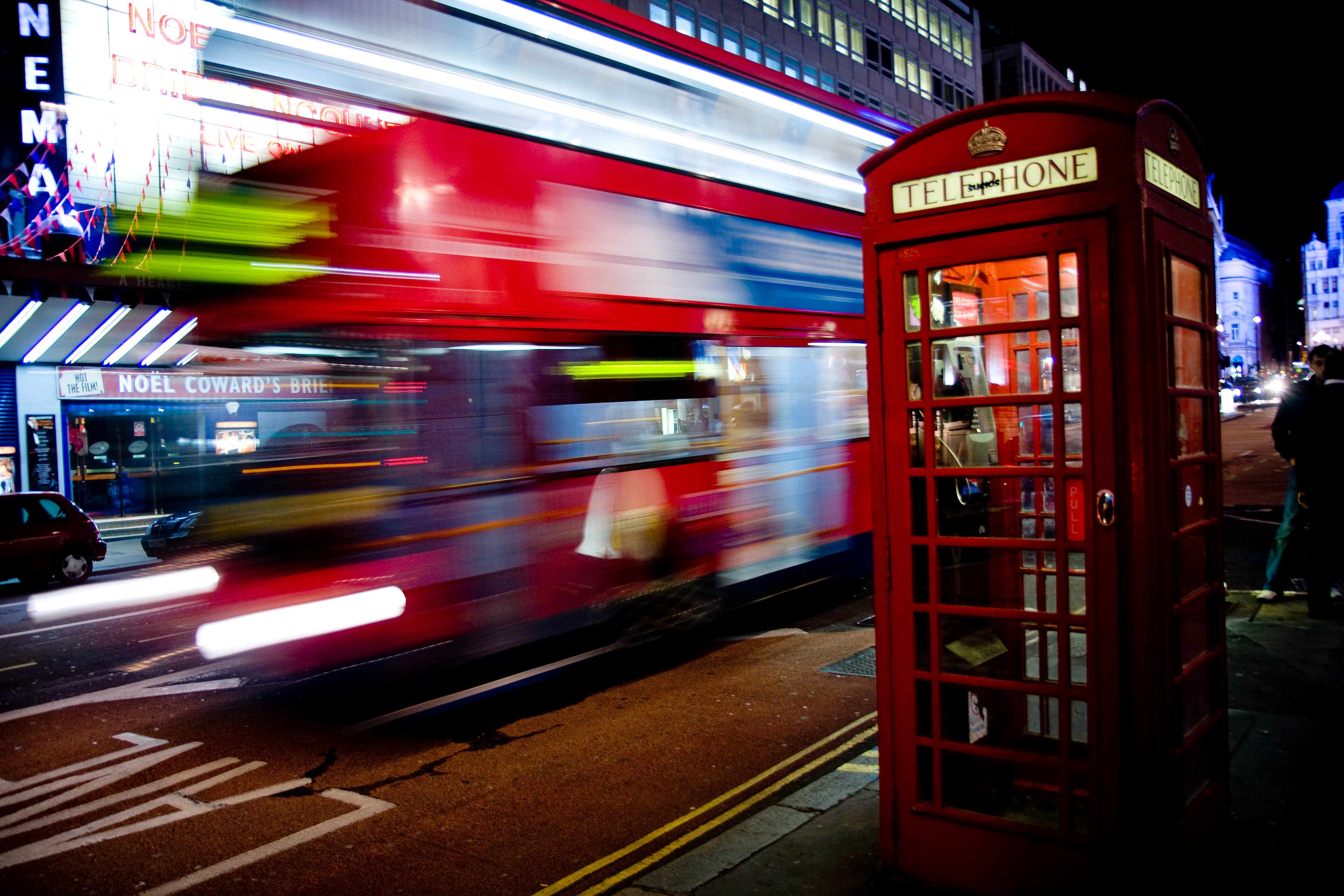 london_bus_and_telephone_box_on_haymarket